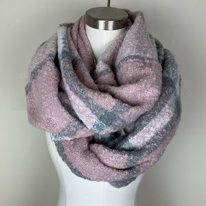 Accessories - NWOT Gray and Baby Pink Infinity Blanket Scarf